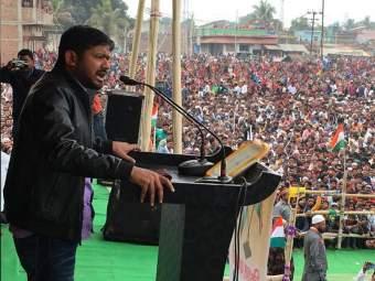 बिहारमध्ये जन-गन-मन यात्रेवर 8 वेळा दगडफेक अन् आता कन्हैया कुमारवर फेकली चप्पल