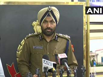 Delhi Violence : दिल्ली पोलिसांकडून मदतीसाठी टेलिफोन नंबर जारी; अफवांवर विश्वास न ठेवण्याचं आवाहन