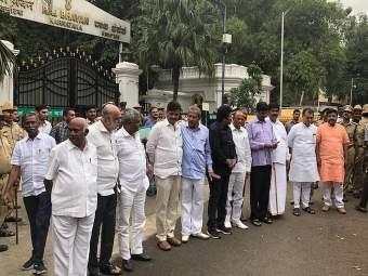 कर्नाटक सत्तासंघर्ष : बंडखोरांच्या राजीनाम्यावर आज सुप्रीम कोर्टात सुनावणी
