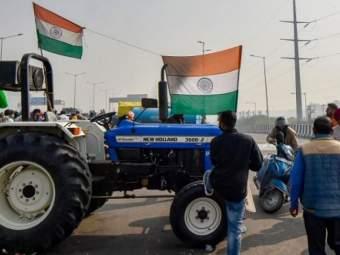 'ट्रॅक्टर रॅली'साठी दिल्ली पोलिसांची परवानगी; सिंघु, टिकरी व गाझीपूर बॉर्डरवरून शेतकरी करणार एंट्री - Marathi News | Delhi Police permission for 'tractor rally'; Farmers will enter from Singhu, Tikri and Ghazipur borders | Latest national News at Lokmat.com