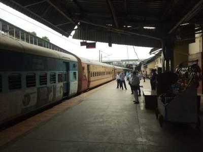 On the first day, five trains ran from Bhusawal railway station   पहिल्या दिवशी भुसावळ रेल्वे स्थानकावरून धावल्या पाच गाड्या