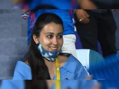 IPL 2021: दिल्ली-मुंबई मैच के दौरान इस हसीन चेहरे पर टिकी रही सबकी नजरें, जानिए कौन है ये मिस्ट्री गर्ल - Hindi News | IPL 2021 : She caught everyones attention during MI vs DC match, know about anushree jindal | Latest cricket Photos at Lokmatnews.in