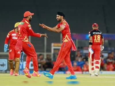 IPL 2021: महज 7 गेंदों में विराट, डिविलियर्स और मैक्सवेल को किया आउट, जानें आईपीएल से रातोंरात 'हीरो' बने हरप्रीत बरार के बारे में... - Hindi News | IPL 2021 : A fantastic spell of bowling from Harpreet Brar 4-1-19-3, Know all about his cricking journery | Latest cricket Photos at Lokmatnews.in