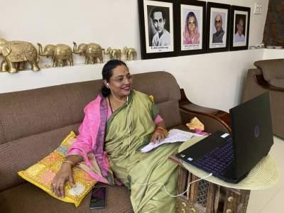 Women's safety in their own hands, Women and Child Development Minister launched the app   महिलांची सुरक्षा त्यांच्याच हाती, महिला व बालविकासमंत्र्यांनी लाँच केलं अॅप