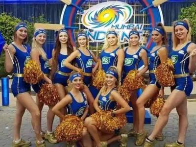 We are like walking porn: मुंबई इंडियन्सच्या चीअर लीडरचा धक्कादायक ब्लॉग; सचिन तेंडुलकर, MS Dhoni बाबतही केलं विधान - Marathi News | We are like walking porn: IPL cheerleader Gabriella Pasqualotto has revealed in her blog | Latest cricket News at Lokmat.com