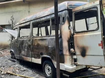 Ambulance fire at Pachora | पाचोरा येथे आगीत रुग्णवाहिका जळून खाक