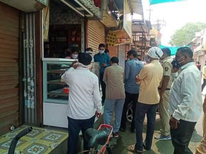 Punitive action against eight shops in Parola | पारोळ्यात आठ दुकानांवर दंडात्मक कारवाई