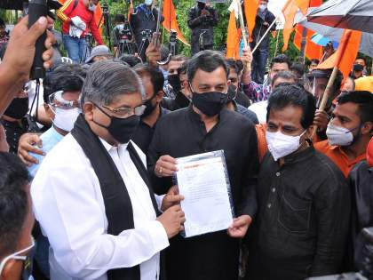 Maratha Reservation: Letter of support given by Chandrakant Patil after meeting Sambhaji Raje | Maratha Reservation : संभाजीराजेंना भेटून चंद्रकांत पाटील यांनी दिले पाठिंब्याचे पत्र