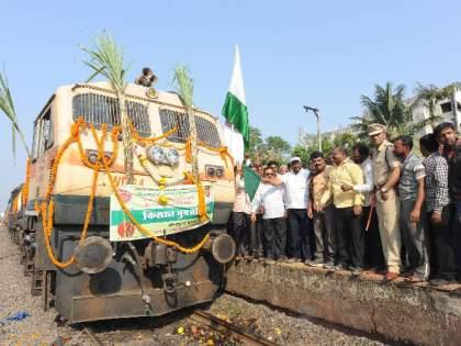 Thousands of volunteers from 'Swabhimani' left for Delhi, Raju Shetty became the railway operator | 'स्वाभिमानी'चे हजारो कार्यकर्ते दिल्लीकडे रवाना, राजु शेट्टी झाले रेल्वेचालक
