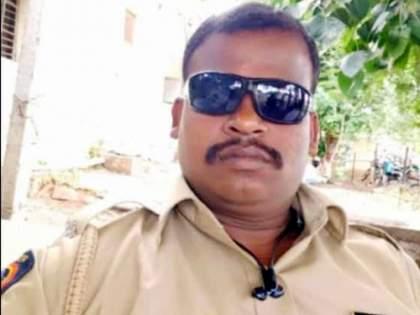 The sand mafia crushed a police officer on Tuesday; Police officer dies on the spot | मंगळवेढ्यात वाळू माफियांनी पोलीस कर्मचाऱ्याला चिरडलं; पोलीस कर्मचाऱ्याचा जागीच मृत्यू