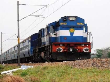 Cyclone Tauktae: 61 trains of Western Railway including Pune-Bhuj Express cancelled due to Tautke' cyclone   Cyclone Tauktae : 'तौत्के' चक्रीवादळामुळे 'पुणे - भुज एक्सप्रेस'सह पश्चिम रेल्वेच्या ६१ गाड्या रद्द