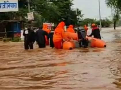Guardian Minister Aditi Tatkare instructs the administration to provide immediate relief to the flood victims in Mahad | Raigad flood: महाडमधील पूरग्रस्तांना तातडीने मदत करा; पालकमंत्री आदिती तटकरे यांचे प्रशासनाला निर्देश