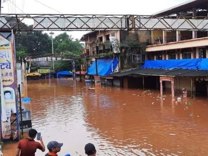 Flood waters in Sawantwadi taluka; banda, insuli, otavane markets in flooded water   Sindhudurg Flood: सावंतवाडी तालुक्यात पूराच्या पाण्याचा धुमाकूळ; लोक झोपेत असताना बाजारपेठांत पाणी घुसले