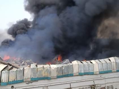 Fierce fire at Brush's warehouse, firefighters rushed to the scene in Bhiwandi | Bhiwandi Fire : भिवंडीत अग्नितांडव सुरूच; ब्रशच्या गोदामाला भीषण आग,अग्निशमन दल घटनास्थळी दाखल