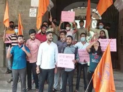 on the first day in pune akhil bhartiy vidyarthi parishad Movement in sp college   College Open: पुण्यात पहिल्याच दिवशी अभाविपचं स.प. महाविद्यालयात आंदोलन