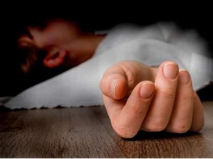 Husband dies due to corona, exhausted wife ends her life by hanging   कोरोनामुळे पतीचे निधन, खचलेल्या पत्नीने गळफास घेऊन संपवले जीवन
