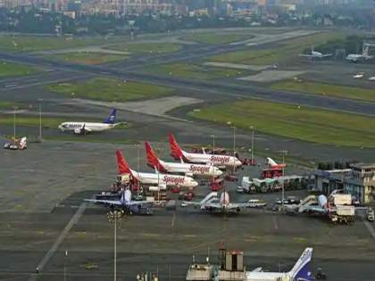 Mumbai Airport tops in punctuality; He left Delhi and Bangalore behind   मुंबई विमानतळ वक्तशीरपणात अव्वल; दिल्लीसह बंगळुरूलाही टाकले मागे