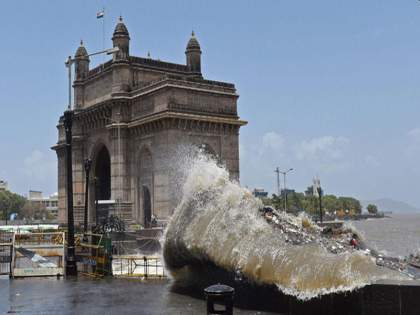 The sea swallowed up 107 sq.m. Km Land; Worrying rise in water level in 30 years   समुद्राने गिळली महामुंबईची १०७ चौ. कि.मी. जमीन; ३० वर्षांत पाणी पातळीत चिंताजनक वाढ
