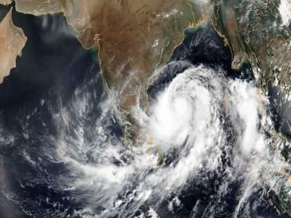 Low pressure area over Bay of Bengal to turn into depression, heavy rains likely in mumbai   बंगालच्या उपसागरात कमी दाबाचं क्षेत्र तयार; १२ तासांत चक्रीवादळात रुपांतर होण्याची शक्यता