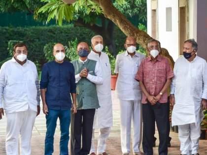 'Rashtramanch' will work to give direction to the central government; Decision in NCP President Sharad Pawar's house meeting   'राष्ट्रमंच' केंद्र सरकारला दिशा देण्याचे काम करणार; शरद पवार यांच्या घरातील बैठकीत निर्णय