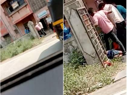 murder captured in camera group of youngsters killed one in ambernath | VIDEO: प्रेमविवाहाच्या वादातून दिवसाढवळ्या तरुणाची डोक्यात दगड घालून हत्या; परिसरात खळबळ