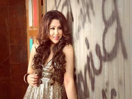 """A good response from Arpita Chakraborty's song """"Ghe Gaguni Tu""""   अर्पिता चक्रवर्तीच्या 'घे जगुनी तू' गाण्याला मिळतोय चांगला प्रतिसाद"""