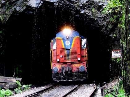 Important trains on Mumbai-Pune railway line canceled for tomorrow | मुंबई-पुणे रेल्वेमार्गावरील महत्वाच्या ट्रेन उद्यासाठी रद्द केल्या