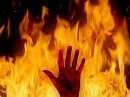 Attempt to burn alive by throwing petrol on the body | अंगावर पेट्रोल टाकून जिवंत जाळण्याचा प्रयत्न