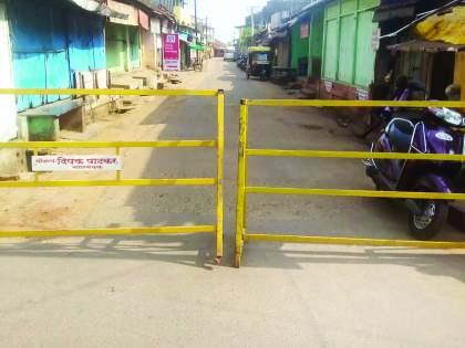 Barricades were erected on major roads in Malvan city   मालवण शहरातील प्रमुख रस्त्यांवर बॅरिकेट्स उभारले