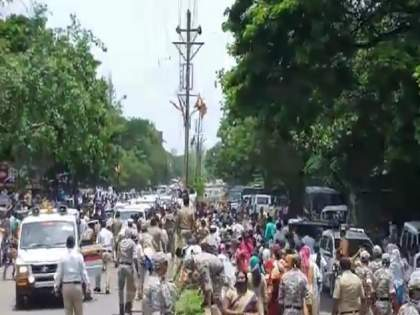 Ajit Dada's welcome in Beed district; Police baton charge on contract nurses while Maratha protesters in custody | Video: कंत्राटी नर्सेसवर पोलिसांचा लाठीचार्ज; अजित पवारांसमोर घोषणाबाजी अन् निषेध