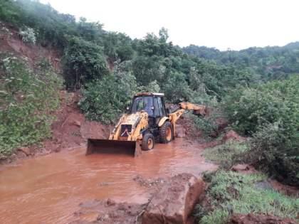Heavy rains cause severe damage to agriculture in Bhor taluka! The stone bridge near Ambawade village was carried away | भोर तालुक्यात मुसळधार पावसाने शेतीचे मोठ्या प्रमाणावर नुकसान! आंबवडे गावाजवळील दगडी पूल गेला वाहून