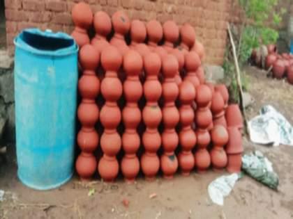 The Corona epidemic found the potter community in financial crisis   कोरोनाच्या महामारीमुळे कुंभार समाज सापडला आर्थिक संकटात