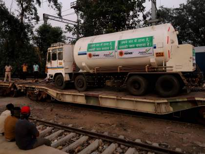 Attempts to transport Nagpur's oxygen tankers to Gujarat were thwarted   नागपूरचे ऑक्सिजन टँकर्स गुजरातला नेण्याचा प्रयत्न उधळला