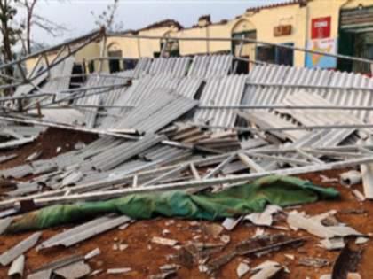 Damage to gardeners due to unseasonal rains   अवकाळी पावसाने बागायतदारांचे नुकसान