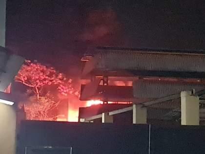 Fire breaks out at Morli MID in Ambernath | अंबरनाथच्या मोरीवली एमआयडीसीत वायूगळती अन् रासायनिक कंपनीला भीषण आग