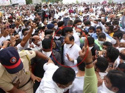 Corona Virus : No awareness of corona virus and the situation; Repentance crowd in front of Ajit Pawar in NCP's program in pune | Corona Virus : ना कसलं भान, ना परिस्थितीची जाण; राष्ट्रवादीच्या कार्यक्रमात अजितदादांसमोरच तोबा गर्दी