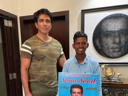 ... Sonu Sood finally met, the fan walked from Hyderabad to Mumbai | ... अखेर सोनू सूदची भेट झालीच, चाहत्याचा तेलंगणा ते मुंबई पायी प्रवास