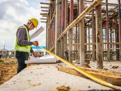 Construction business in trouble; Construction costs rose and demand for housing declined   बांधकाम व्यवसाय अडचणीत; बांधकामाचा खर्च वाढला अन् घरांच्या मागणीत झाली घट