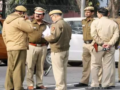Coronavirus: During the lockdown, Man Wear Fake Police Uniform Arrested In Varanasi pnm | Coronavirus: लॉकडाऊनदरम्यान खाकी वर्दीत फिरत होता 'तो' तरुण; कारण ऐकून पोलिसांनाही बसला धक्का!