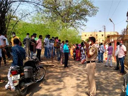 vaccination in very slow in the district, only 2 lakh 73 thousand 302 citizens have been vaccinated till date   जिल्ह्यातील लसीकरणाच्या कासवगतीने नाराजी,आजवर २ लाख ७३ हजार ३०२ नागरिकांनाच डोस