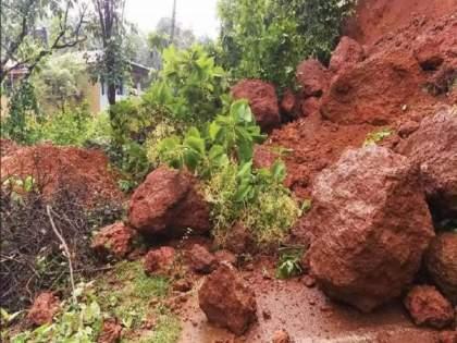 Big news! Darad collapsed in Khed taluka; 17 people may have been buried under the mound   मोठी बातमी! खेड तालुक्यात दरड कोसळली; 17 जणांसह ढिगाऱ्याखाली गाडली गेली 25 जनावरं