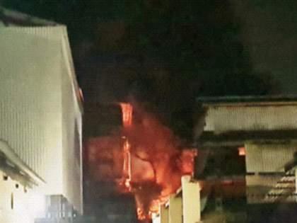 Morivali MIDC chemical company fire, air leak harass residents | मोरीवली एमआयडीसीतीलरासायनिक कंपनीला आग, वायुगळतीने रहिवाशांना त्रास