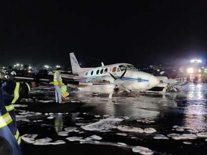 That's why the plane was brought down to 100 feet   ...त्यासाठीच विमान आणले 100 फुटांपर्यंत खाली, तांत्रिक बिघाडाबाबत अलर्ट देणारी यंत्रणा नसल्याचा संशय