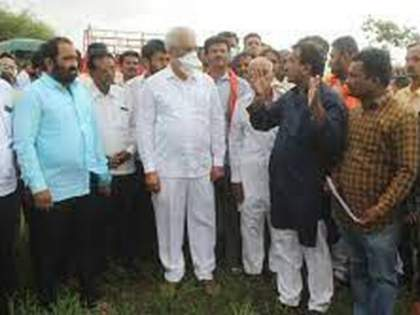 Politics heats up after Agriculture Minister Dada Bhuse's visit!   कृषीमंत्री दादा भूसे यांच्या दौऱ्यावरून राजकारण तापले!