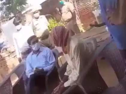 Hathras Gangrape: The families of the victims in the Hathras case made a big revelation about the threatening video of the District Collector   Hathras Gangrape: हाथरस प्रकरणातील पीडित कुटुंबियांनी जिल्हाधिकाऱ्यांच्या धमकीच्या व्हिडिओबाबत केला मोठा खुलासा