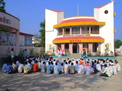 Hiware bazar started a school after corona free village   हिवरेबाजारने सुरू केली प्रत्यक्ष शाळा; गाव कोरोनामुक्त झाल्याने निर्णय