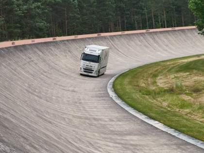 Dpd futuricum continental electric truck run 1099 km in single charge make guinness world record | एकच नंबर! सिंगल चार्जमध्ये 1,000 किलोमीटर इलेक्ट्रिक ट्रक चालवून या कंपनीने केला वर्ल्ड रेकॉर्ड