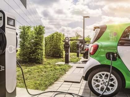 electric vehicles oweners dont worry HP to set up charging stations at petrol pumps   Electric vehicle: आता ईलेक्ट्रीक वाहने बिनधास्त घ्या! HP पेट्रोलपंपांवर उभारणार चार्जिंग स्टेशन