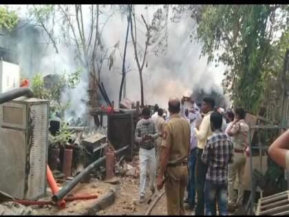 A huge fire broke out in the warehouse at Kalyan railway yard | कल्याण रेल्वे यार्डातील गोदामाला भीषण आग