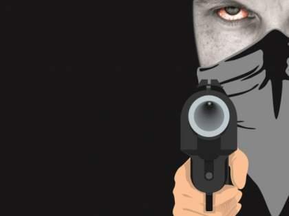 Flicker on the Kelna river bridge; Excitement over the shooting between the accused and the police | केळना नदीच्या पुलावर चकमक; आरोपी आणि पोलिसांमधील गोळीबाराने खळबळ